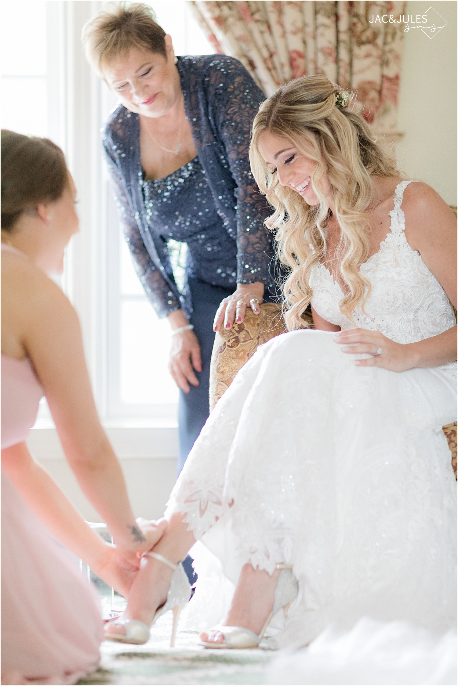 bride gets ready for wedding at Olde Mill Inn suite