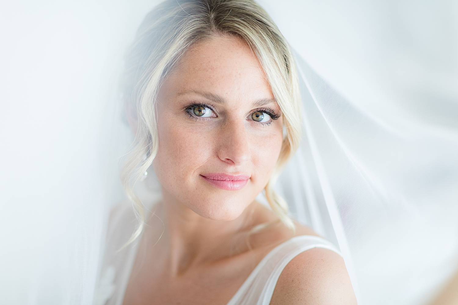 bridal portrait in natural light at the Reeds by jacnjules