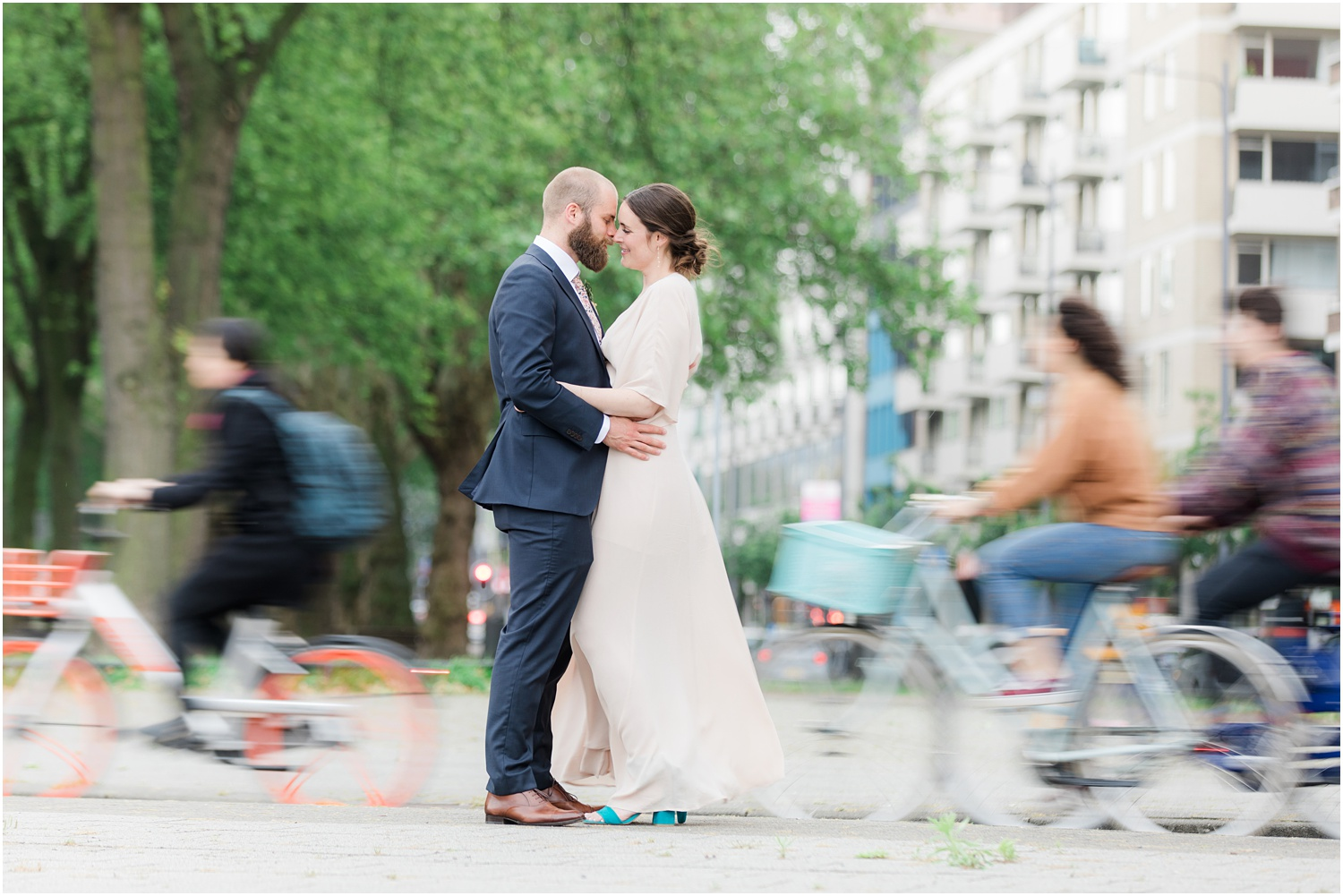Romantic wedding photo with moving bicycles in Rotterdam