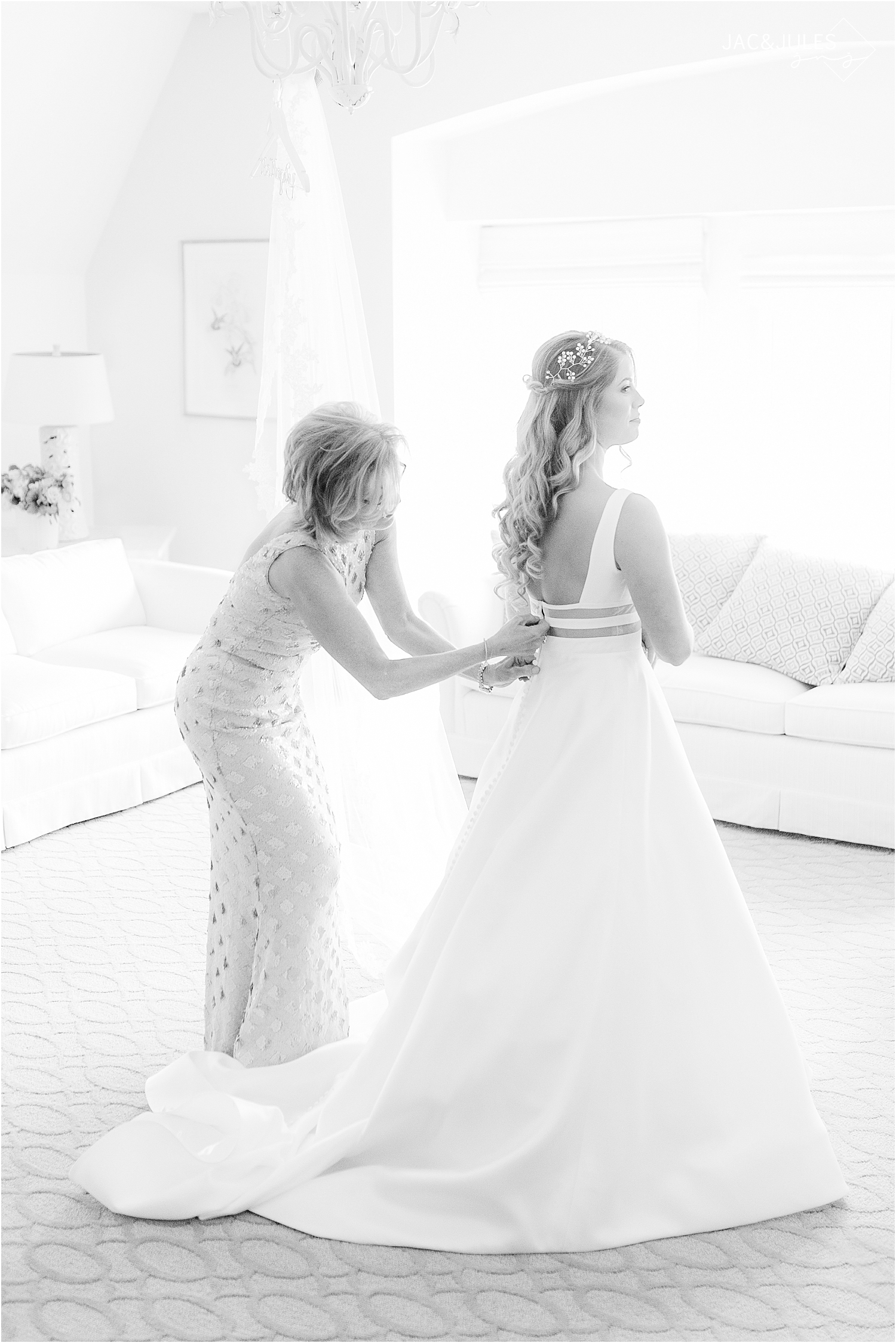 mom helping bride get dressed at north jersey country club
