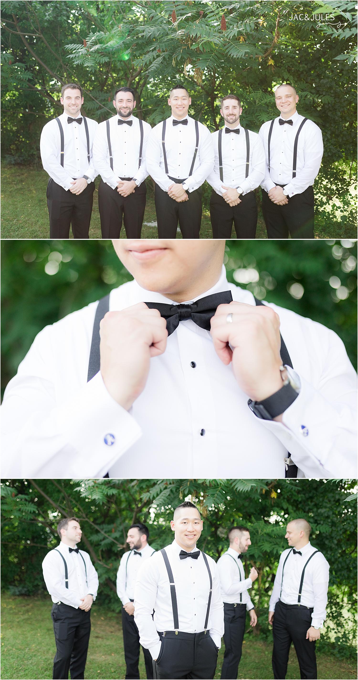 casual groomsmen photos at Skyview Golf Club