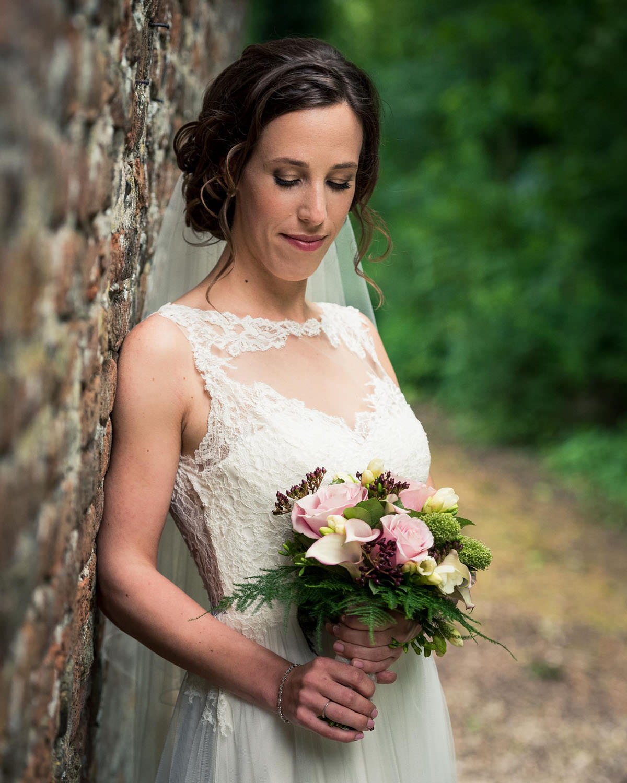 bruid met boeket kasteel wijenburg