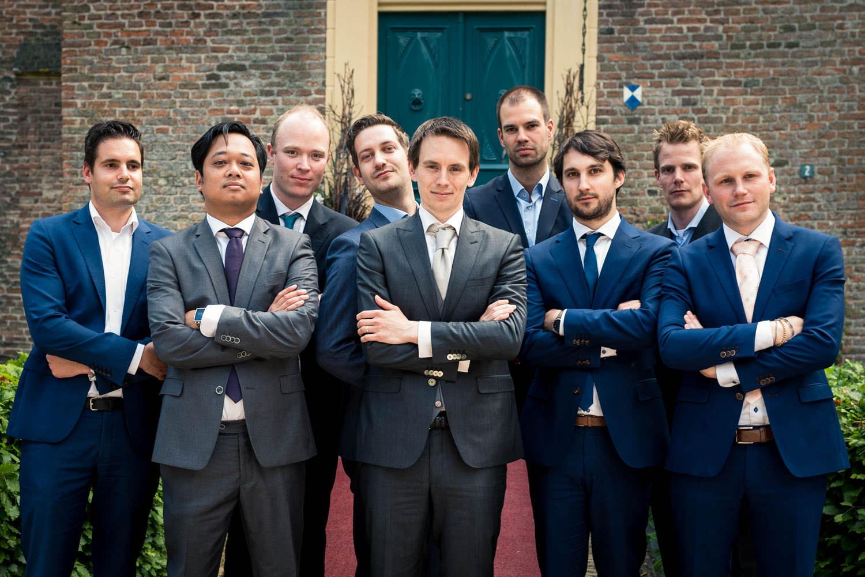 groepsfoto stoere mannen foto huwelijk kasteel wijenburg