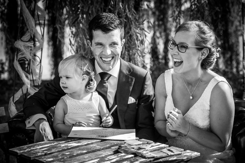 tranen bij dochtertje bruidspaar, bruidsfotografie Cfoto