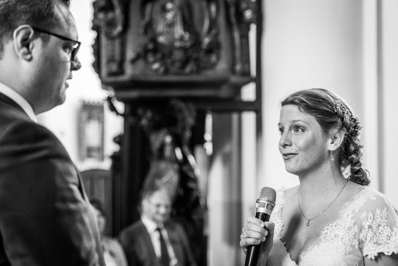 Copy of bruid legt gelofte af aan bruidegom tijdens huwelijk ceremonie in de Peperbus in Bergen op Zoom door Cfoto