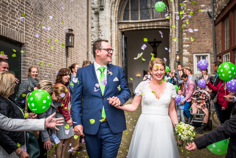Copy of Na afloop van kerkelijk huwelijk, gestrooid met bloemblaadjes door Cfoto