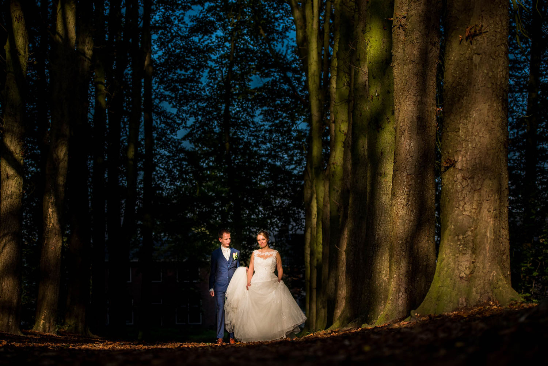 Copy of bomen lanen bij Bovendonk, prachtig decor voor bruidsfotografie foto gemaakt door Caroline Elenbaas