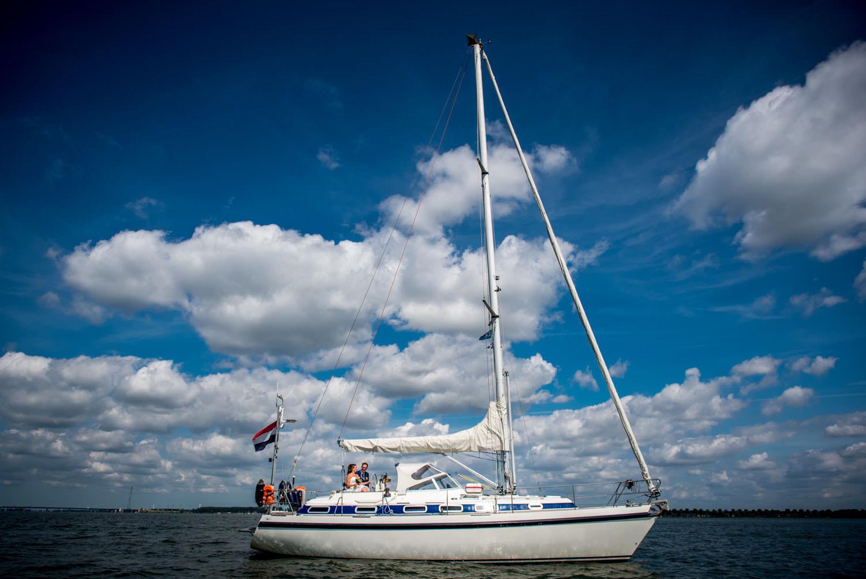 Copy of bruidsfoto's op de boot op het Hollands Diep bij Willemstad