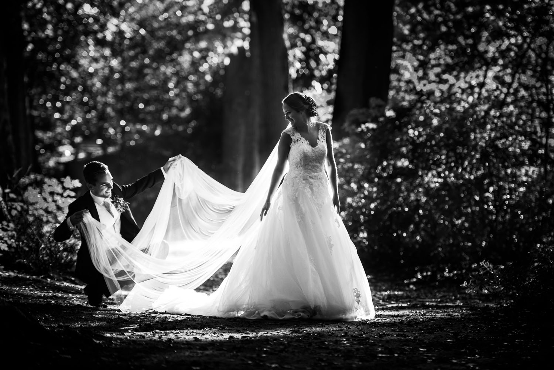 Bruiloft op seminari Bovendonk in Hoeven. De fotoshoot is gemaakt bij Bovendonk. Feest bij Lodge Visdonk in Roosendaal