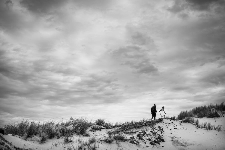 Bruidsfotograaf cfoto maakte deze foto in de duinen in zuid holl