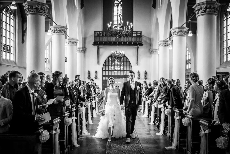 Binnenkomst van het bruidspaar in de kerk van Princenhage
