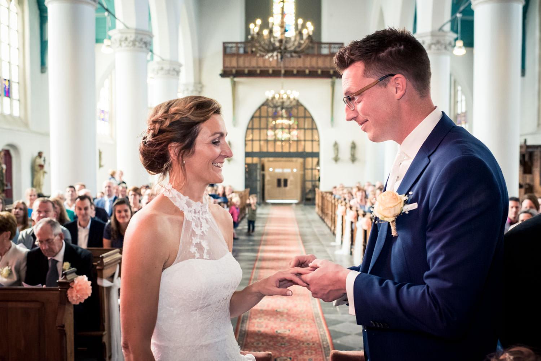 trouwreportage het ringenmoment tijdens de officiele ceremonie i