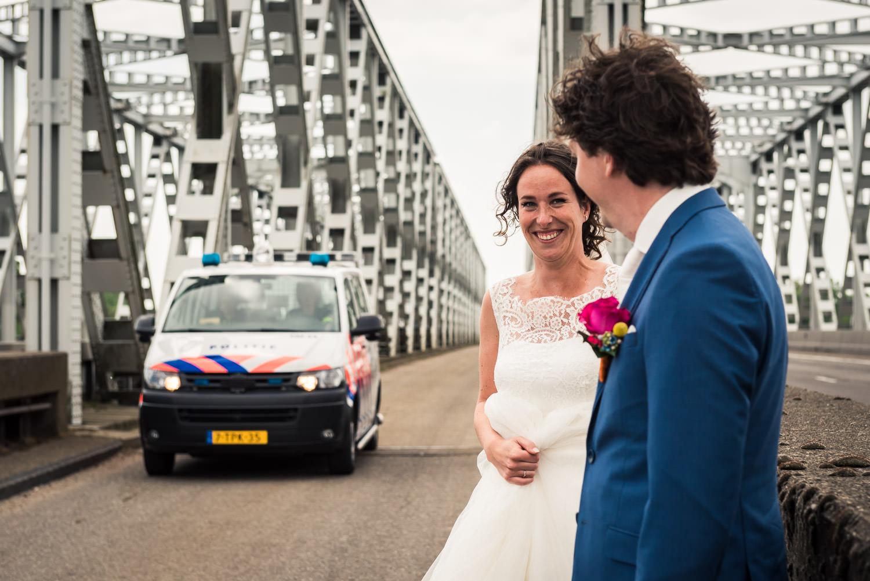 bruidsfotografie op de brug bij keizersveer is niet toegestaan