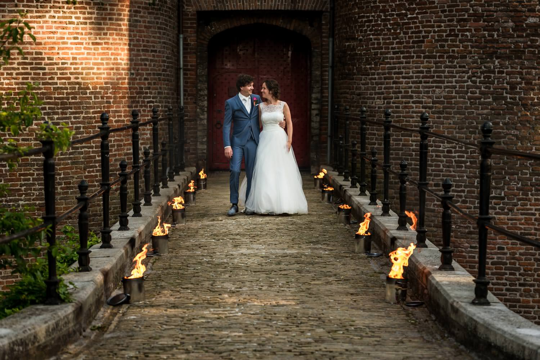 bruidsfotografie op kasteel dussen-fakkels