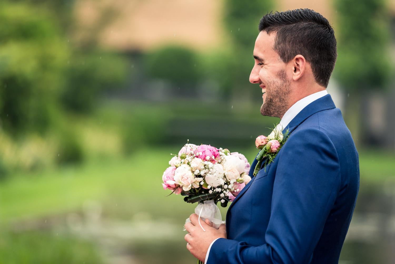 bruidegom wacht aan het begin van de ceremonie in brabant