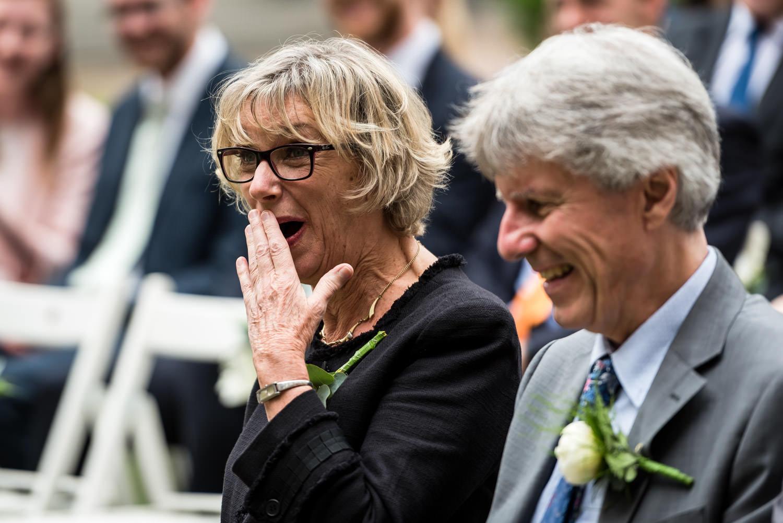 emotie bij de moeder tijden de ceremonie van een huwelijk