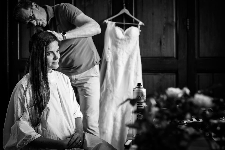 getting ready van deze bruid uit londen, bruidsfotografie in Ned