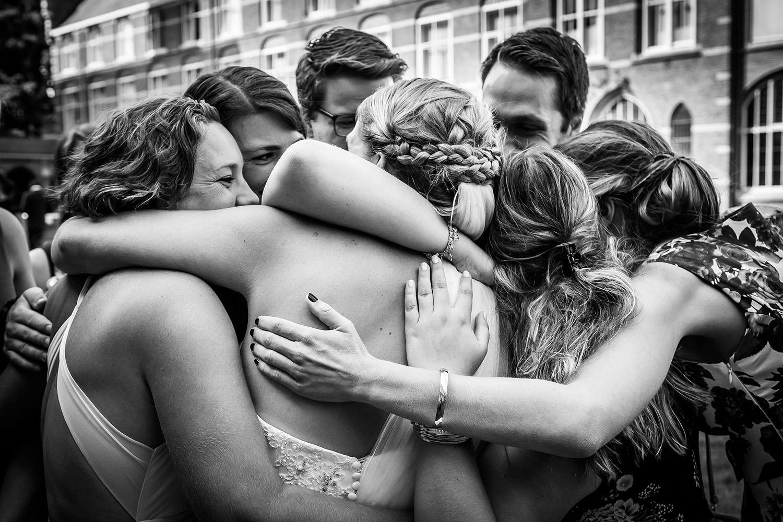 Cfoto-omhelzing-trouwen-bruidsfotograaf.jpg