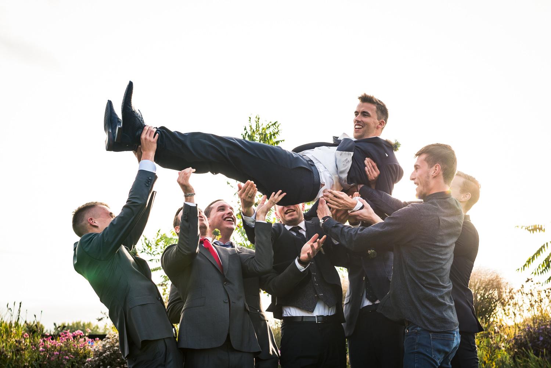 bruidegom-paradijshoeve-vrienden-cfoto.jpg