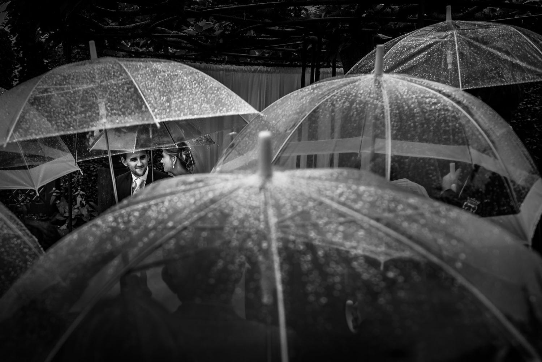 paraplu-regen-ceremonie-buiten-creatief-cfoto-bewerkt-2.jpg