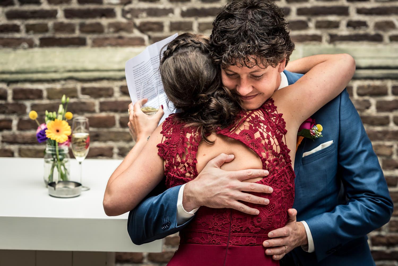 omhelzing-journalistieke-bruidsfotografie-cfoto.jpg