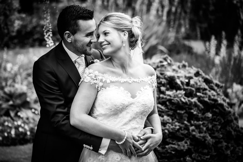 stoeren zwart wit fotografie door cfoto bruidsfotograaf in Braba