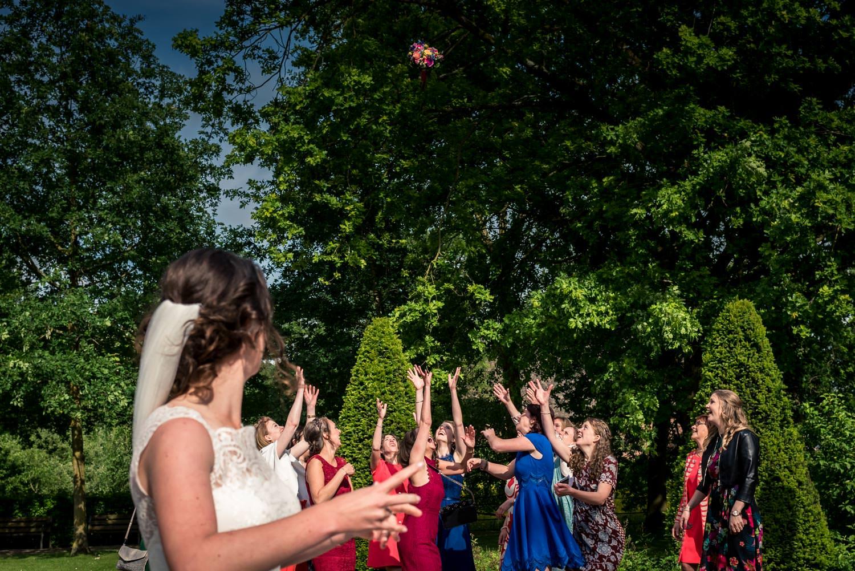 bruidsboeket-gooien-kasteel-dussen.jpg