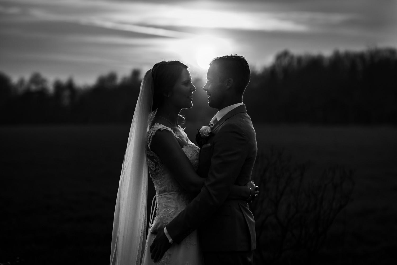 avond-trouwshoot-tegenlicht-trouwfotografie.jpg