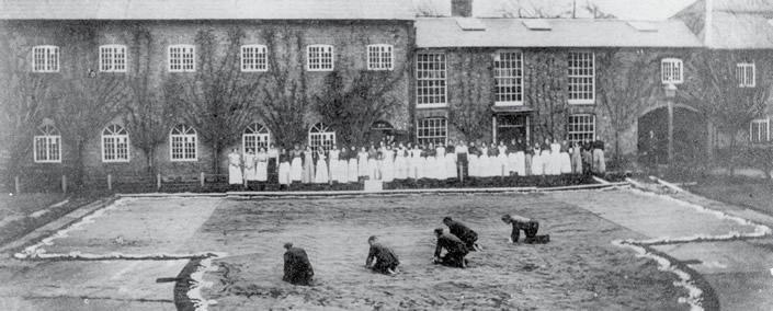 Wilton Shopping Village historic courtyard : 1800's