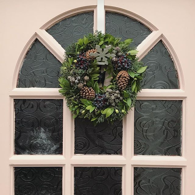 £7 natural wreath from @keelhamfarmshop Thornton.🌲🎅