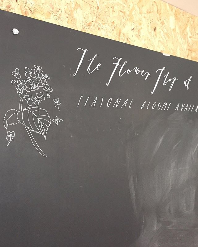 The very first blackboard @botaniqueworkshop in 2016.  I miss that wild calligraphy, although the builder genuinely asked me if it was in Latin 🤷🏼♀️ ⠀⠀⠀⠀⠀⠀⠀⠀⠀ White posca pen 🖊
