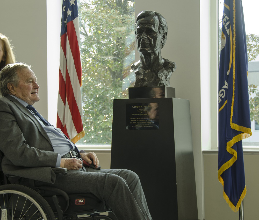Bush with bust at CIA  2016.jpg