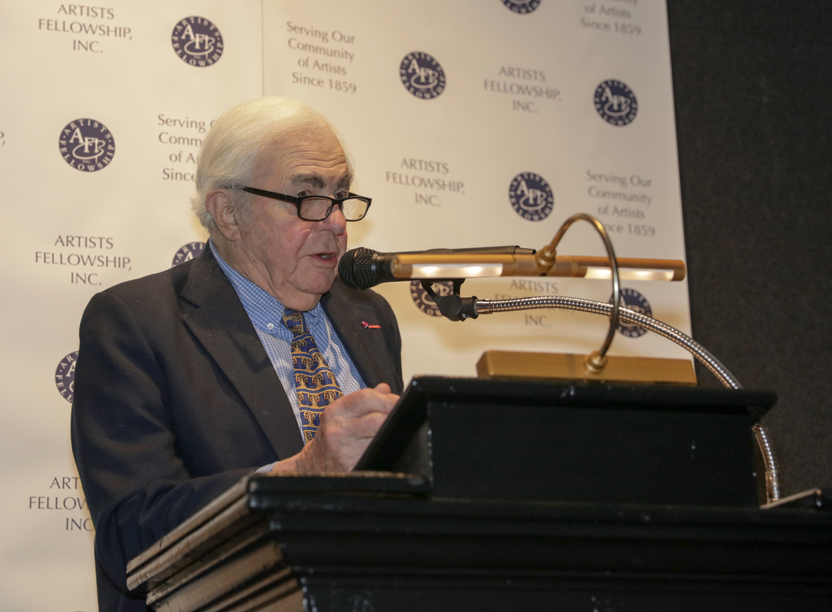 Esteemed painter and former Artists' Fellowship President, Everett Raymond Kinstler, who has served the Artists' Fellowship for over 60 years takes the podium to honor Bloch and Mellon.