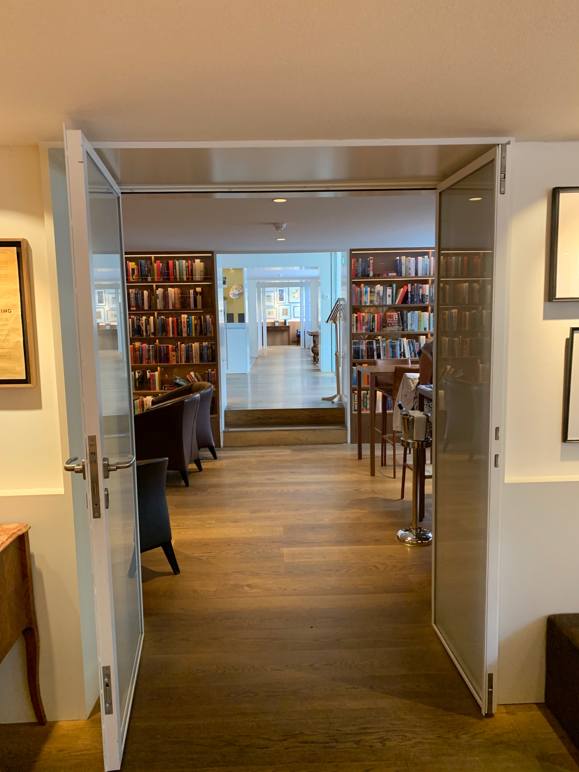 The hotel library!