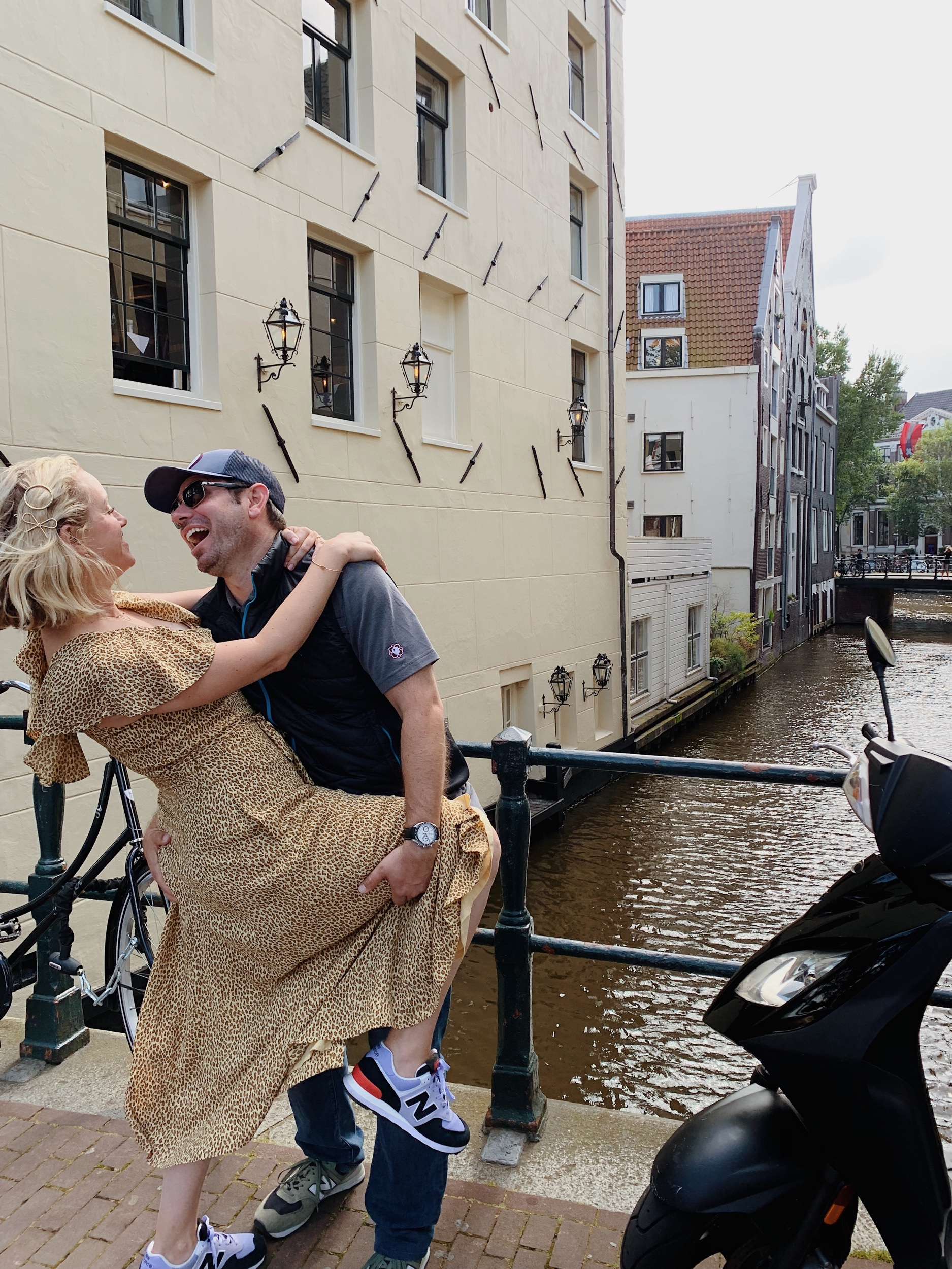 Amsterdam is for lovers too even with kids in the background:))))