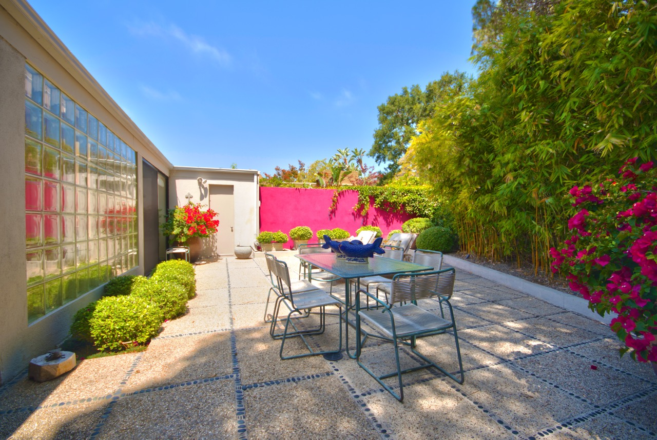 1526_East_Valley_Drive_Pink_Wallbackyard.jpeg