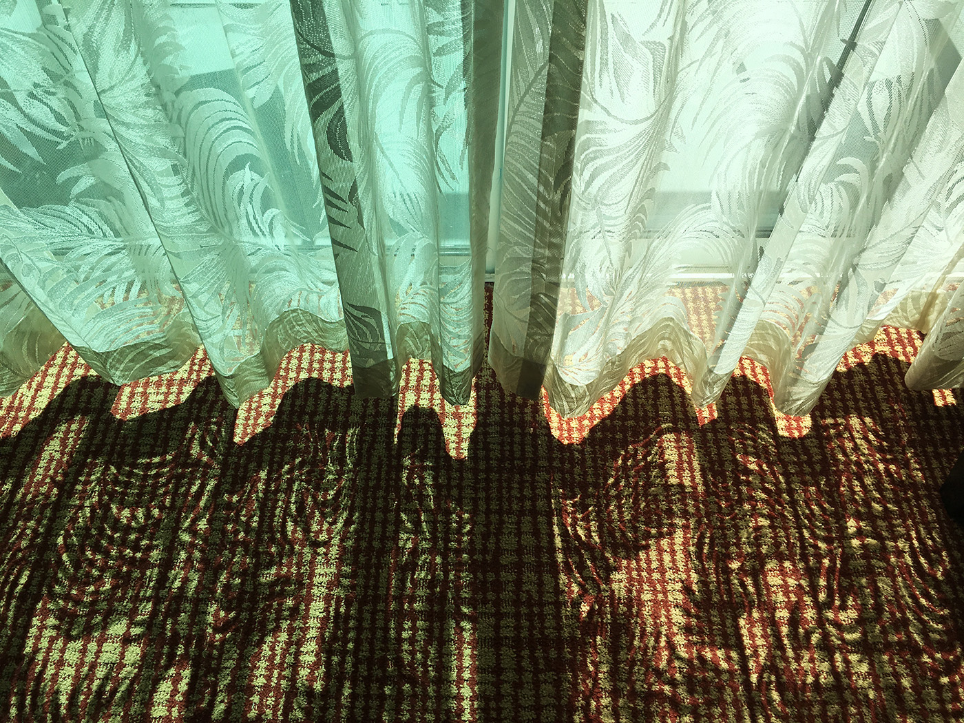 Deborah Farnault, Paris-born French Female Photographer, Lifestyle and Travel Photography, Interiors, Hollywood, Florida, FL, Hotel Room, Miami, Golden Hour, Sunlight, 2019
