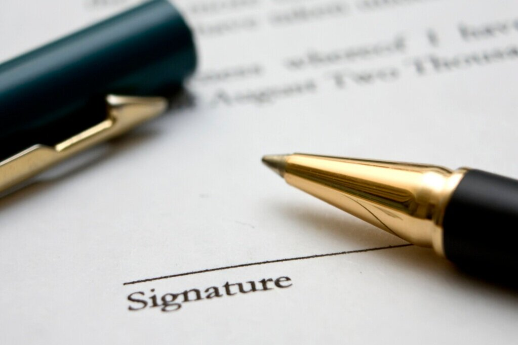 to-sign-a-contract-3-1236622-1279x852.jpg