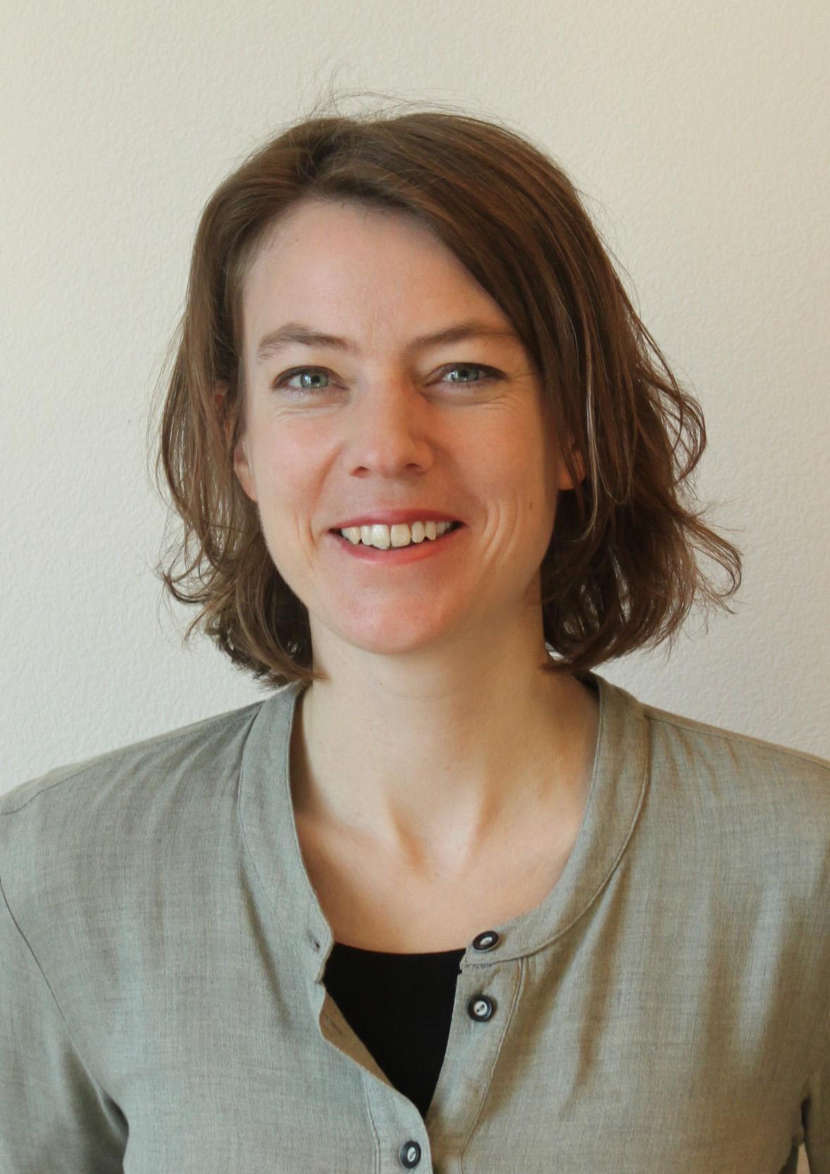 Isabelle Hauser   i.hauser@entux.ch   Industrial Design  HMI Gestaltung  Design Thinking  Kreativitätsworkshops