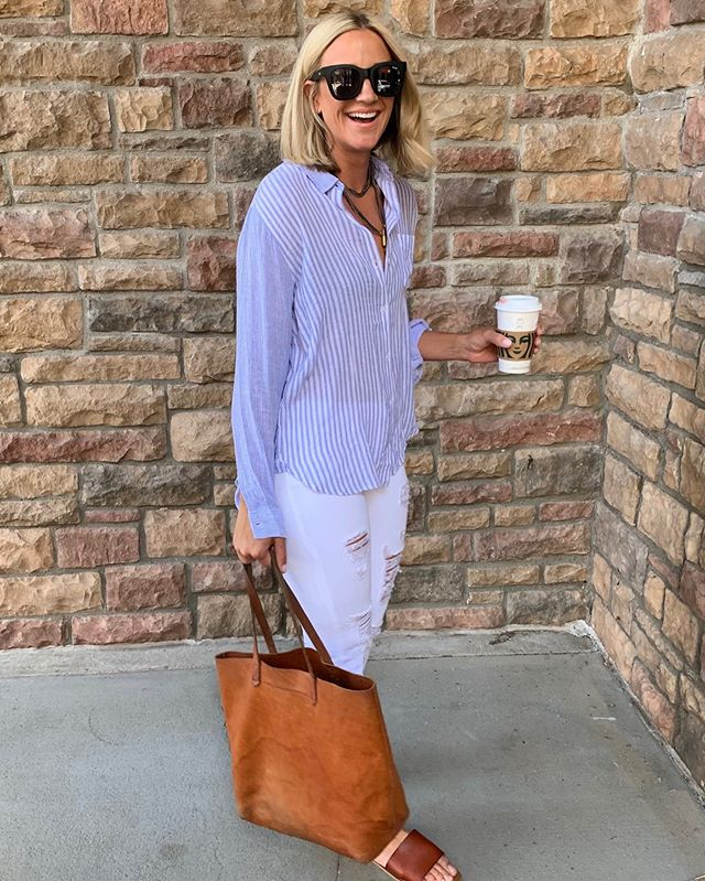 Time for a coffee break in this everyday chic outfit