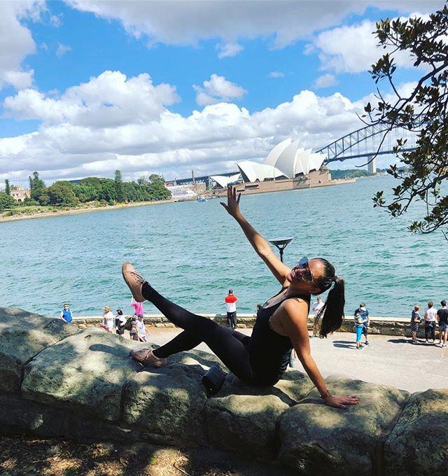 🇦🇺 Sydney Opera House 🇦🇺 SYD '019 . .  #traveler #sydney #operahouse #australia #lunadetour #vivirviajando #bellydanceraroundtheworld #aroundtheworld #danceraroundtheworld #traveller