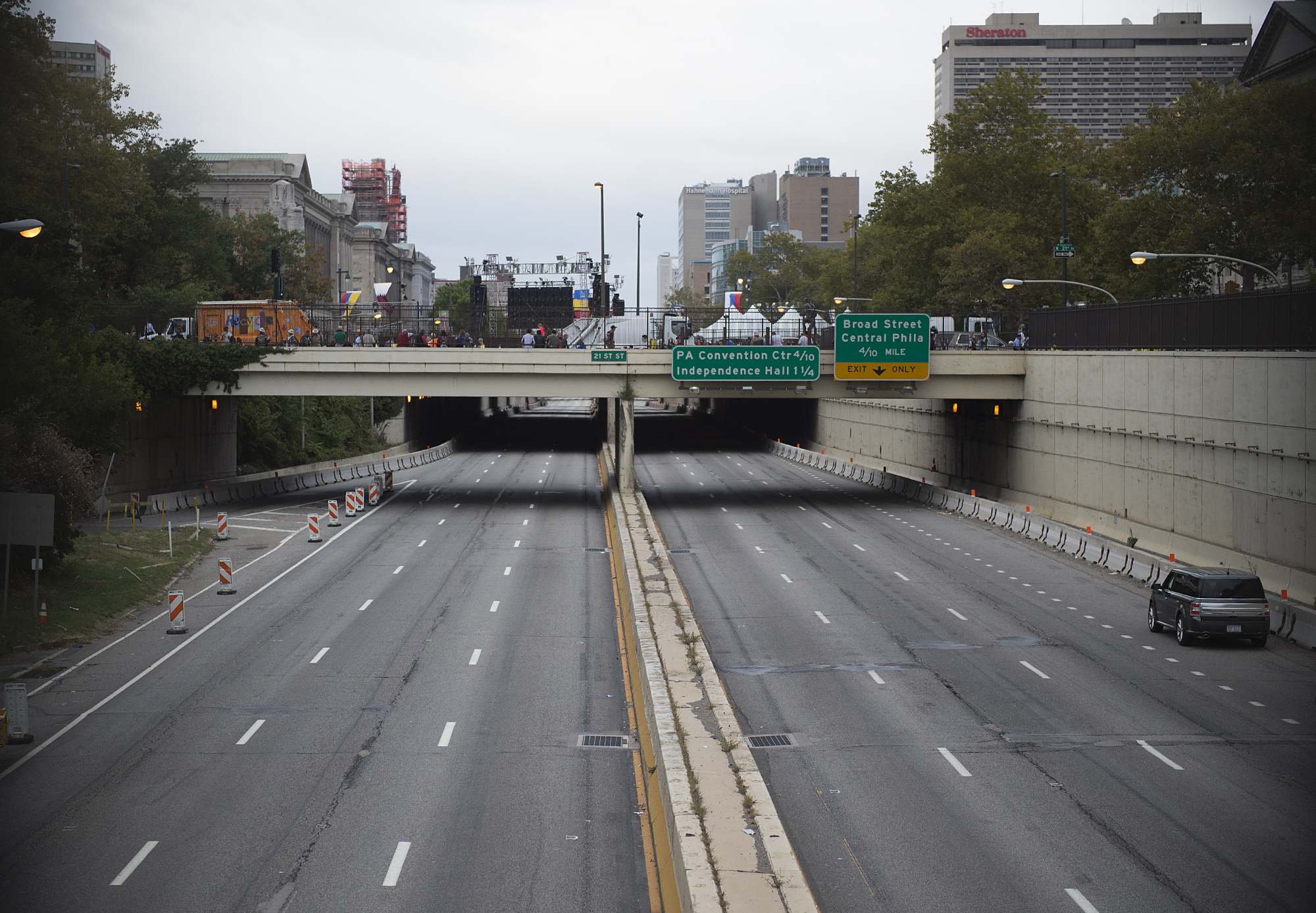 An empty Vine Street Expressway remains closed as Pope Francis' Mass nears completion on the Ben Franklin Parkway on September 27, 2015.
