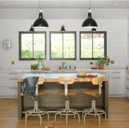 A shot my stylist provided of the fixture I liked, in use (helpful!)