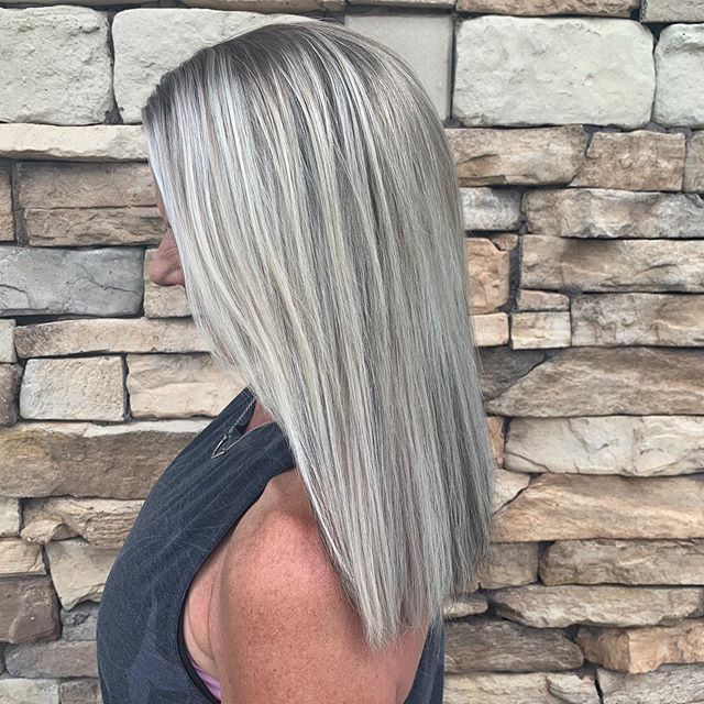 Great Lengths Extensions: you don't have to go long to wear extensions! We love when our clients use it to match their natural length and add extra fullness. 💫 #GreatLengths are our bonded extensions and are a great option because it keeps your natural hair healthy and you can get 3-6 months of wear with each application. Hair by Krissi. ✨ #aristagirl #kchairextensions #greatlengthshair