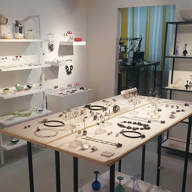 It feels nice to have my jewelry on the center table where it's  literally surrounded by artwork made by friends 🖤 . New in the Studio: fresh plastic earrings by @tabasaurusrex, vibrant, 3D printed jewelry by @mariaeife and punchy, powder coated jewelry by @stectormetals! . Visit today and tomorrow 12-6pm before we are closed for Thanksgiving break! We will be away 11/18 - 11/28. . . . #mellefinelli #contemporaryjewelry #southendlocal #bostonart #jewelrylover #holidaygifts #handmade #jewelryartist #boldstyle #sowaboston