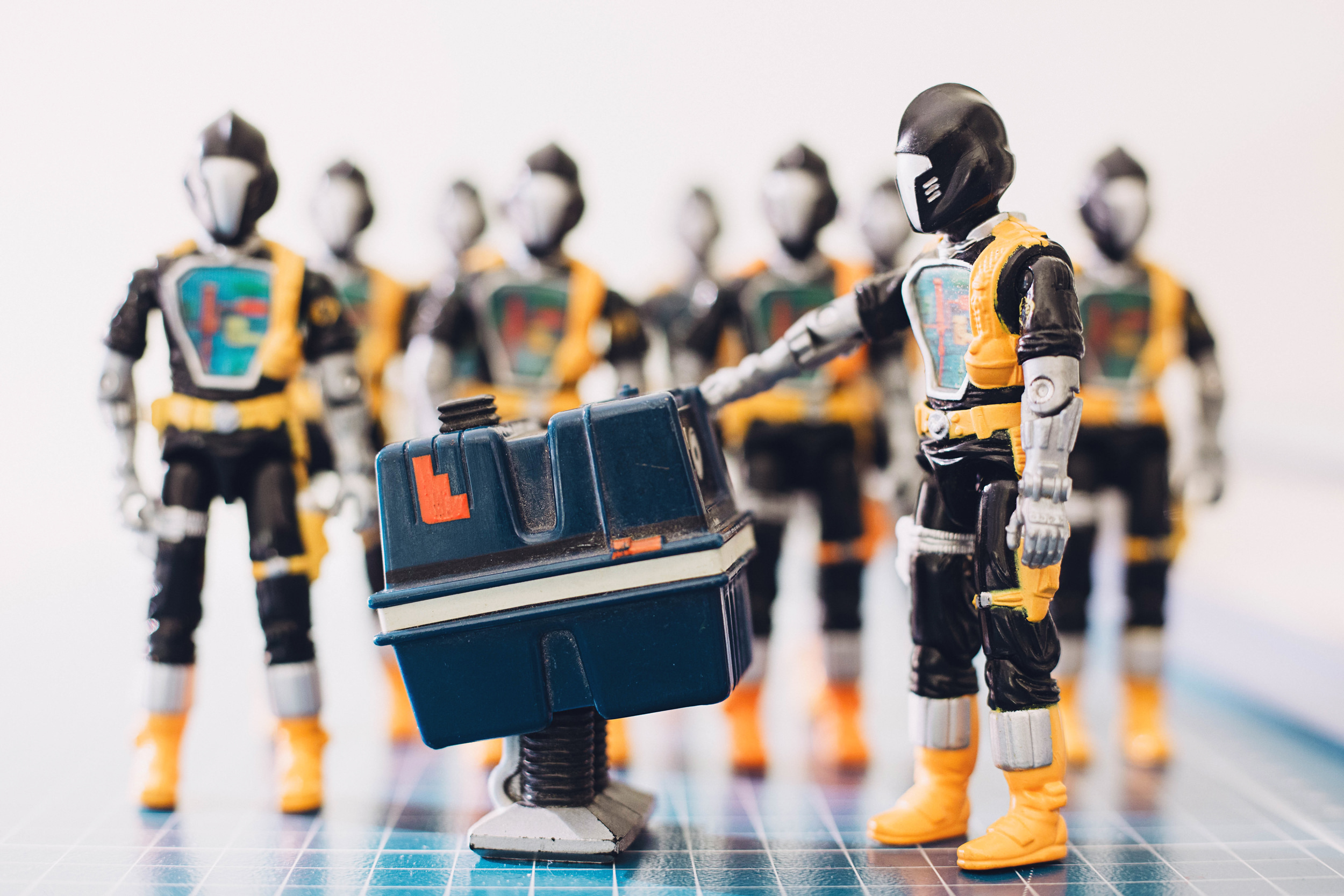 gonk-droid-bats-starwars-gijoe-robot-toy-photography-action-figure-paul-panfalone.jpg