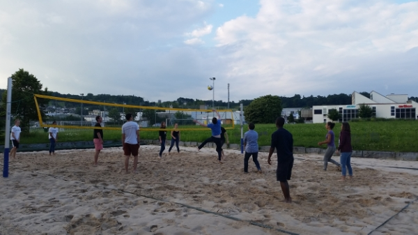 Playing volleyball behind the school with some members of our Kanti Wohlen class