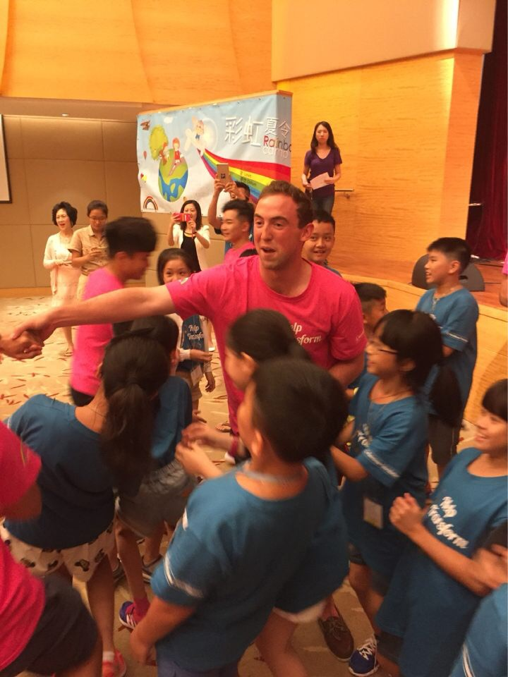 Dins and children dancing at Noah's Ark