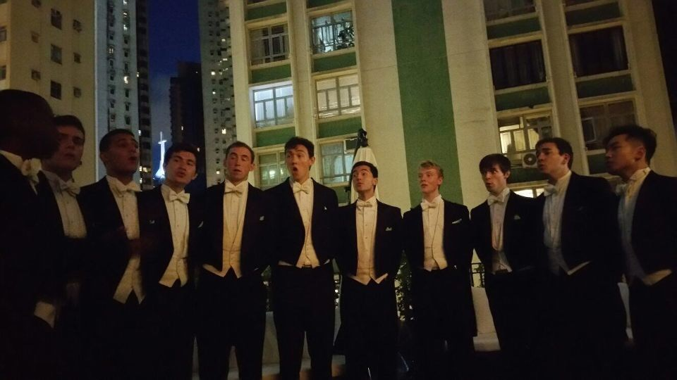 Performing on the terrace of the restaurant Bond