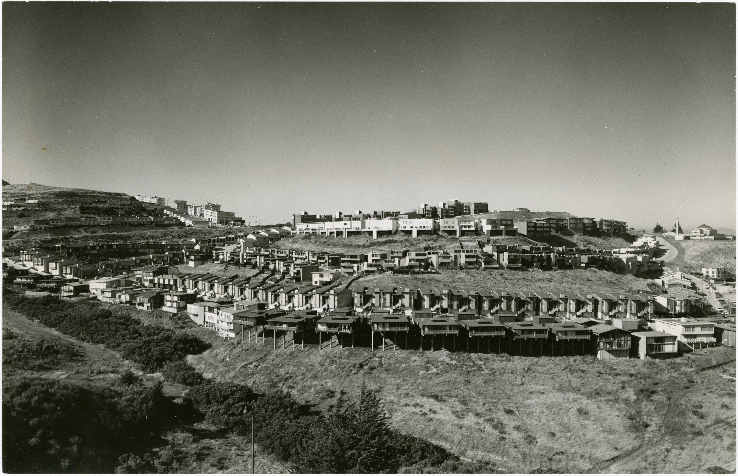 Red Rock Hill, looking northwest over Glen Canyon. Eichler and Galli tracts have recently been completed, c. 1965. [San Francisco History Center, San Francisco Public Library]